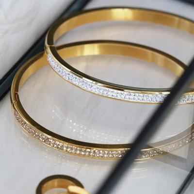 Stahlarmband vergoldet mit weißem Kristall