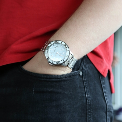 Regal Armbanduhr mit silberfarbenem Mesh-Armband