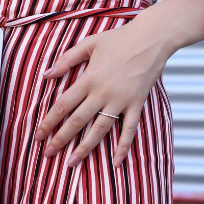 Ring aus rotvergoldetem Stahl mit Kristall