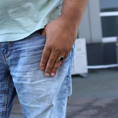 14 Karaat geelgouden ring onyx zeskant