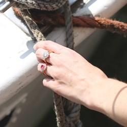 Vergoldeter Ring mit weißem Zirkonia__1035383__2__thumb